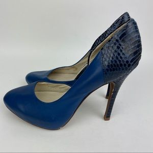JUICY COUTURE Blue Reptile Print Heels